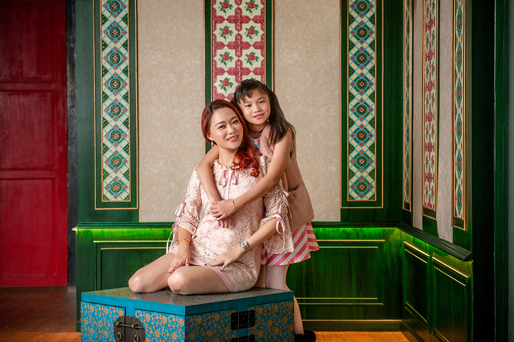 Peranakan Family Photoshoot in Singapore in Natural Light