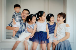 Family Photoshoot in Singapore in Natural Light